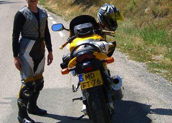 Verkoeling op de motor met een HYPERKEWL COOLVEST